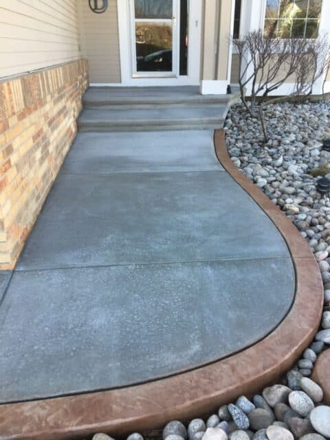 Front entry stone curvy and bicolored
