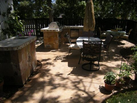 Outdoor kitchen with design in concrete
