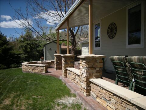 Curved cocnrete wall with 4 pillars and firepit 2